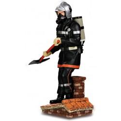 Sapeur pompier avec hâche...