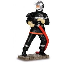 Sapeur pompier avec lance...