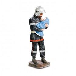 Sapeur pompier sauvant bébé