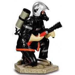 Sapeur pompier accroupi...